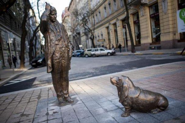 Columbo statue Budapest